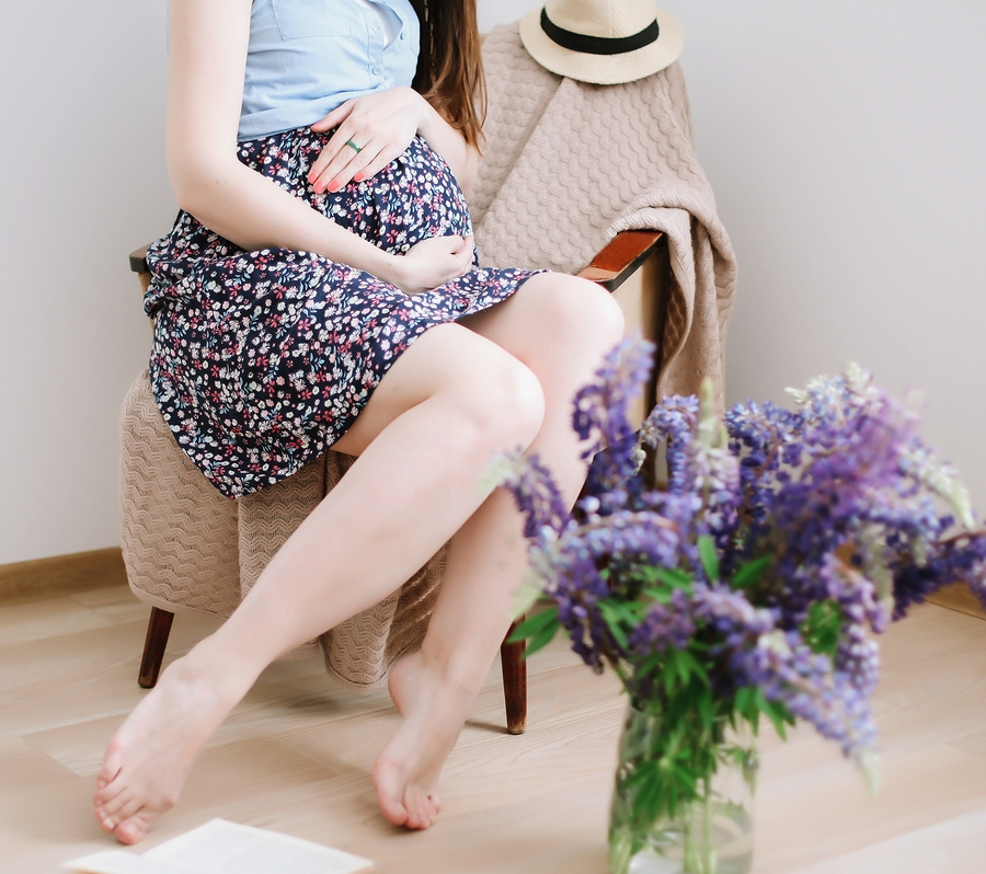 5 Pose Ideas to Create Beautiful Maternity Photos